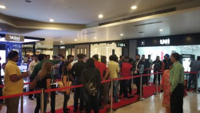 New Delhi: People Queue Up Outside I World To Purchase I Phones After The I Phone 11, I Phone 11 Pro, And I Phone 11 Pro Max Smartphones Went On Sale Across Both Online And Offline Retail Stores In India; At Pacific Mall In New Delhi On Sep 27, 2019. ( Photo: Bidesh Manna/ I A N S)