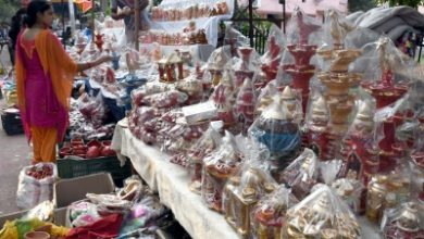 Photo of Hustle gone, corona chokes Delhi's shopping spirit