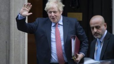 Photo of UK PM 'responding to treatment' in intensive care