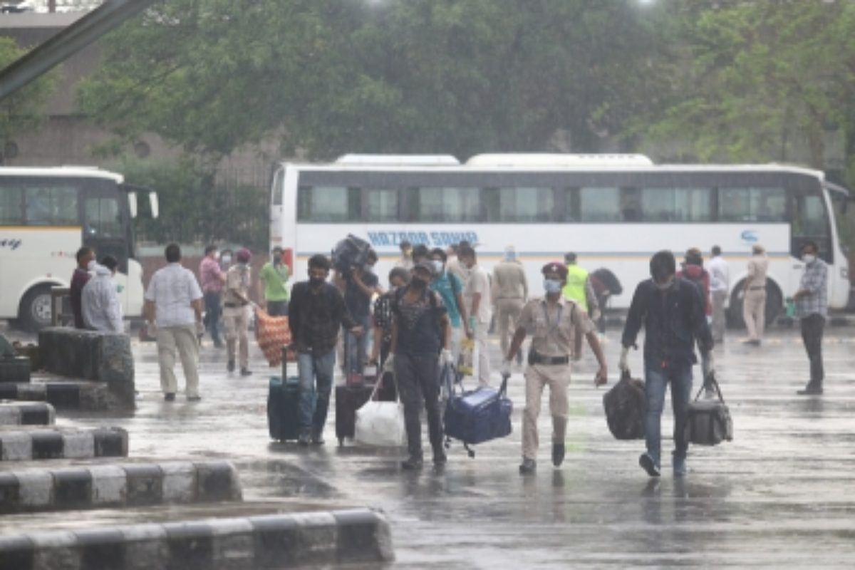 Rajasthan provides buses to migrants trudging to home - TwistArticle