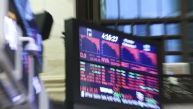 Photo of US stocks post weekly losses amid grim data, Fed comments