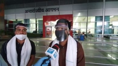 Photo of Sounds of bullets, empty pockets: Airlifted from J&K, migrants recall lockdown horror