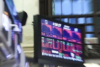 Us Stocks Fall Amid Disappointing Jobs Data