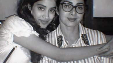Janhvi Posts Pic With Sridevi On Mothers 57th Birth Anniversary