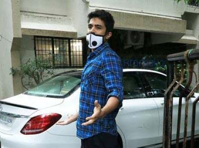 Saqib Shweta Shoot For Comedy Couple In Delhi Ncr