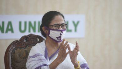 Photo of Mamata speaks to suspended Rajya Sabha MPs